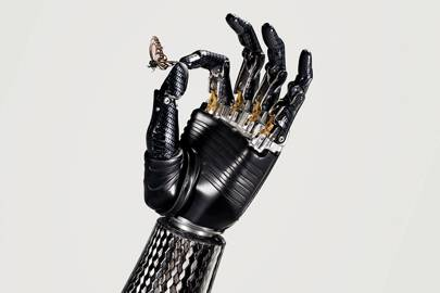 The hand automatically senses when any held item is slipping and tightens its grip. It can grip with the force of 140 Newtons and each finger can lift up to 25kg. It takes just half a second to fully open or close the 500g bebionic3