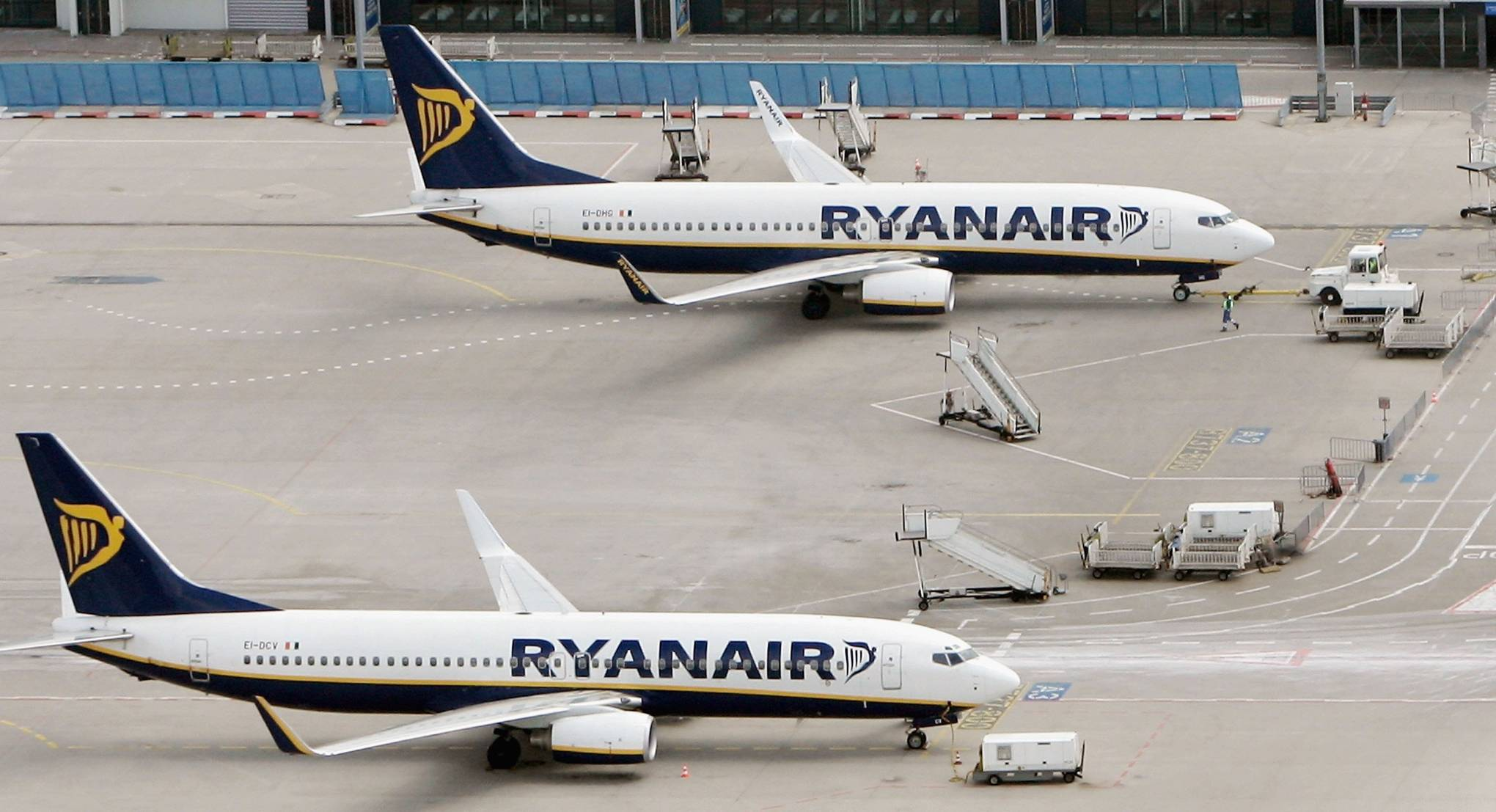 Even Ryanair Says Its Hand Luggage Rules Make Boarding Too Chaotic Wired Uk