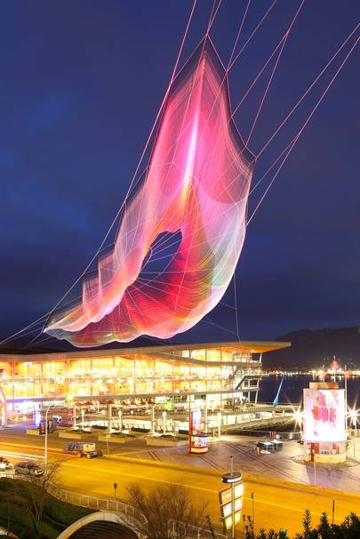 Google paints Vancouver sky with giant web browser