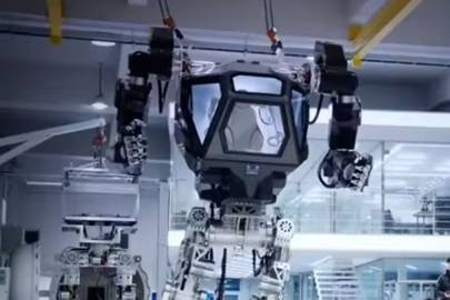 METHOD-1 is a giant robot mech that's a cross between Alien's Power Loader and the Iron Giant