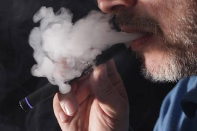 E-cigarettes should be given to smokers, say doctors