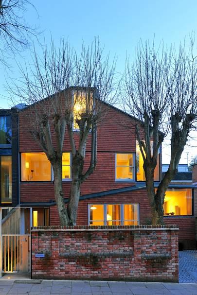 Netherhall Gardens House by Woollacott Gilmartin Architects