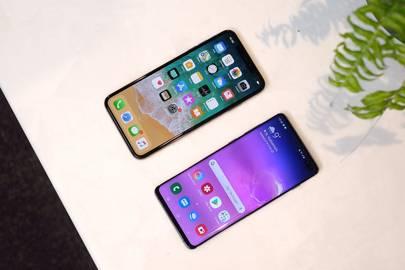 Samsung Galaxy S10 vs Apple iPhone XS | WIRED UK