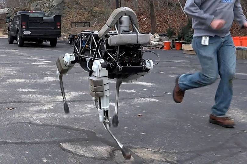 Boston Dynamics Trains Its Robot Dog To Make Home Deliveries Wired Uk
