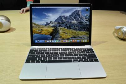 Apple MacBook now comes with 12-inch Retina display and no fan