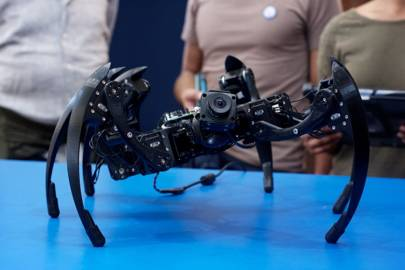 Giant 3D-printed robot spider sees world through an iPad