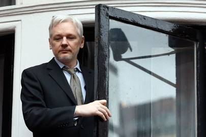 Sweden drops case, but WikiLeaks' Assange not in the clear