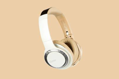 These neat wireless headphones have a ridiculous 4-day battery life