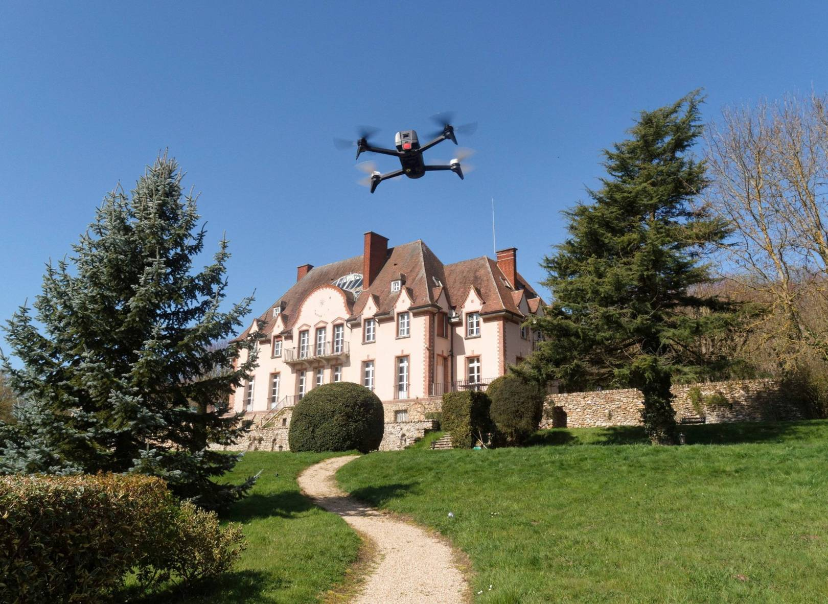 Create a 3D model of your house with this drone