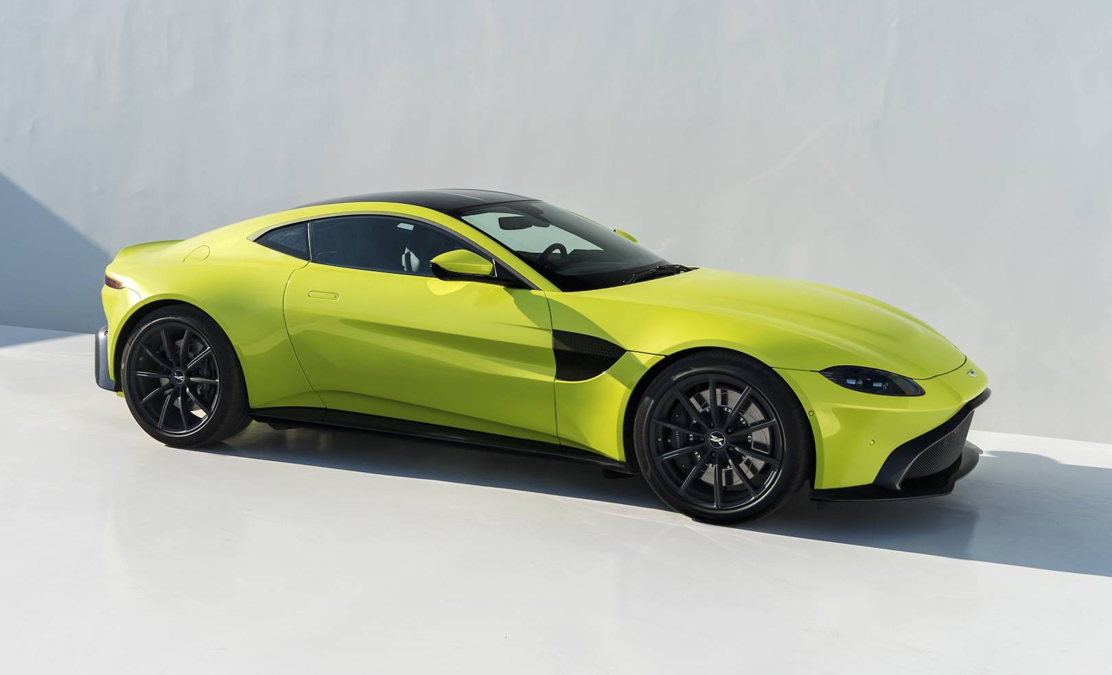 Aston Martin Vantage Entrylevel Luxury With The Looks WIRED UK - Aston martin new car
