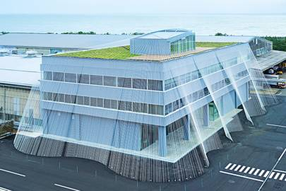 earthquake proof buildings are being designed in japan using carbon
