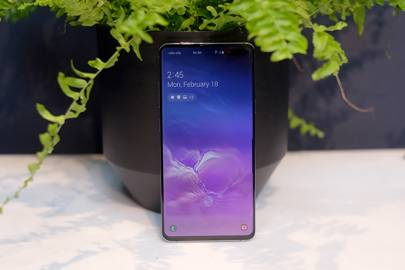 The Samsung Galaxy S10 5G supersizes your options for 2019