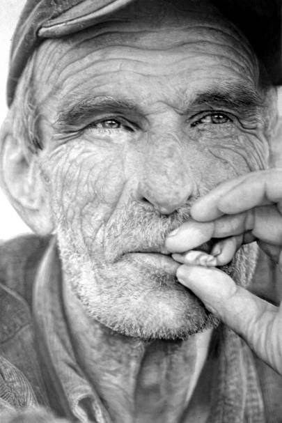 Hyper-real pencil drawings
