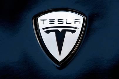 Tesla Model 3 will cost $35,000, launch in 2017