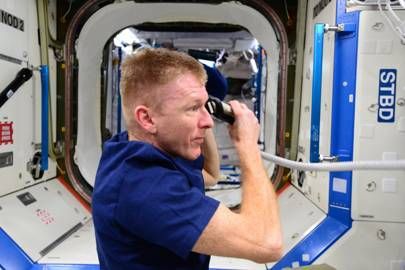 Tim Peake: cutting hair in space