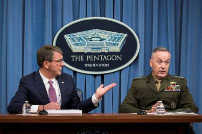 """US Secretary of Defense Ashton Carter (left) said the initiative was designed to """"strengthen our digital defences and ultimately enhance our national security"""""""