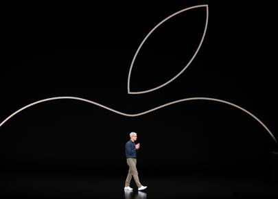 With its new iPhones, Apple shows slowness has become a strength