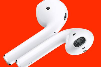 Apple failed to change the most important thing about AirPods 2
