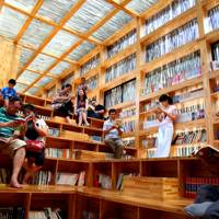 The Chinese library built from glass and 40,000 sticks