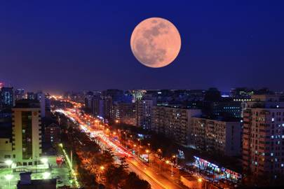 Super-sized moon