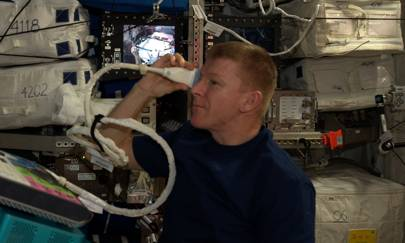 Tim Peake: eye test in space