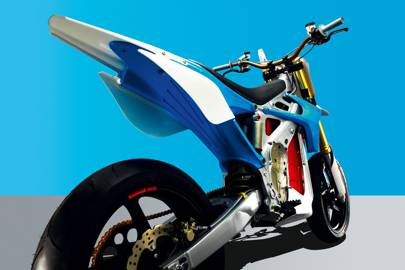 The brushless 40hp PMAC motor propels the RedShift SM to a top speed of 144kph while a 5.2kWh Lithium-Ion battery gives riders 80km of track racing on a single charge