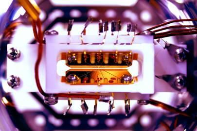 Scientists crack programmable quantum computer challenge
