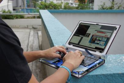 Bunnie Huang and his homemade laptop