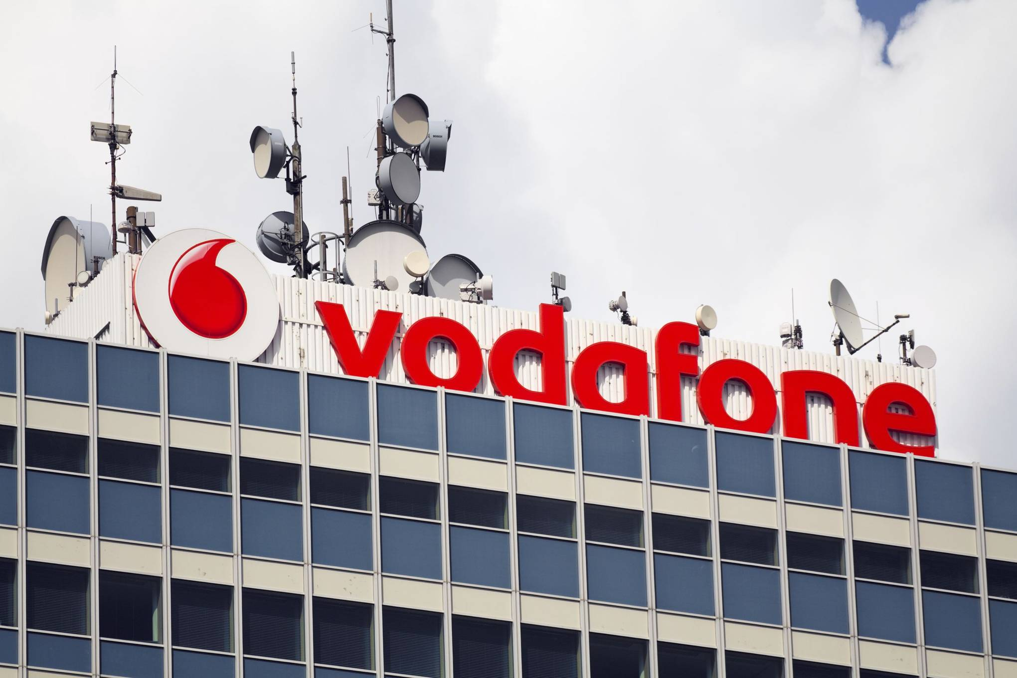 Vodafone 'ditches' line rental charges (but will charge up