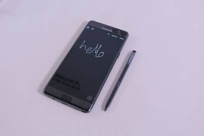 Samsung has stopped production of the Galaxy Note 7 smartphone after faulty batteries were causing the phones to burst into flames when charging