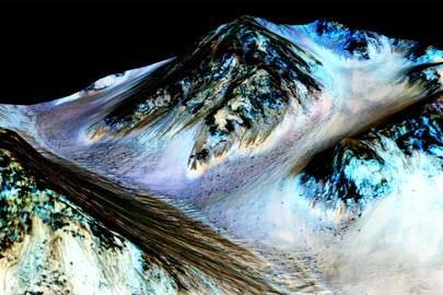 The dark, narrow, 100 metre-long streaks running downhill on Mars are thought to have been formed by salty water that currently flows on the surface of the planet