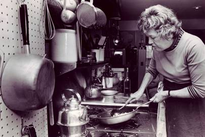 Julia Child prepares scallops in her kitchen in Cambridge, Massachusetts on 16 October 1975