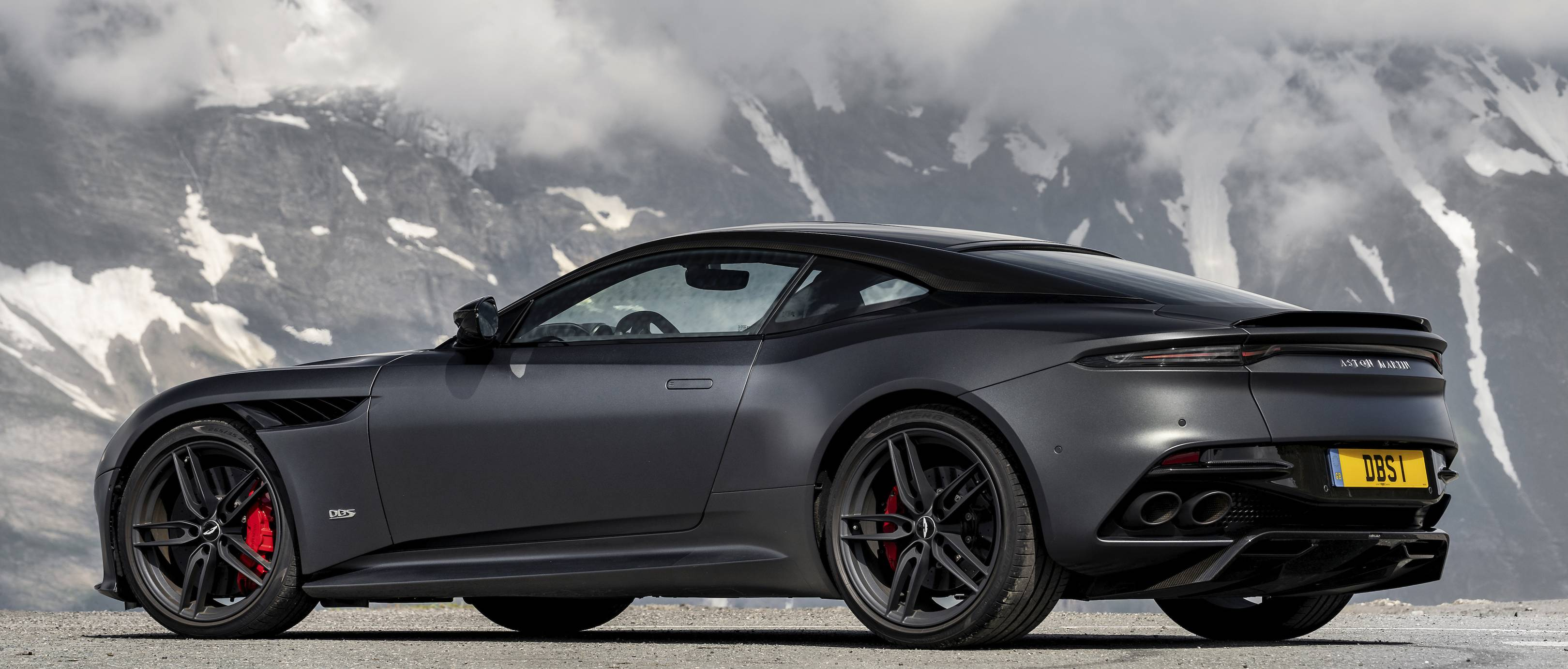 The Aston Martin Dbs Superleggera Is An Exhilarating Vanquish S