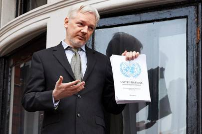 Assange appeared on the balcony of the Embassy after the UN decision