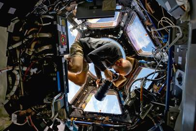 Flight engineer Chris Cassidy floats 400 km above Earth