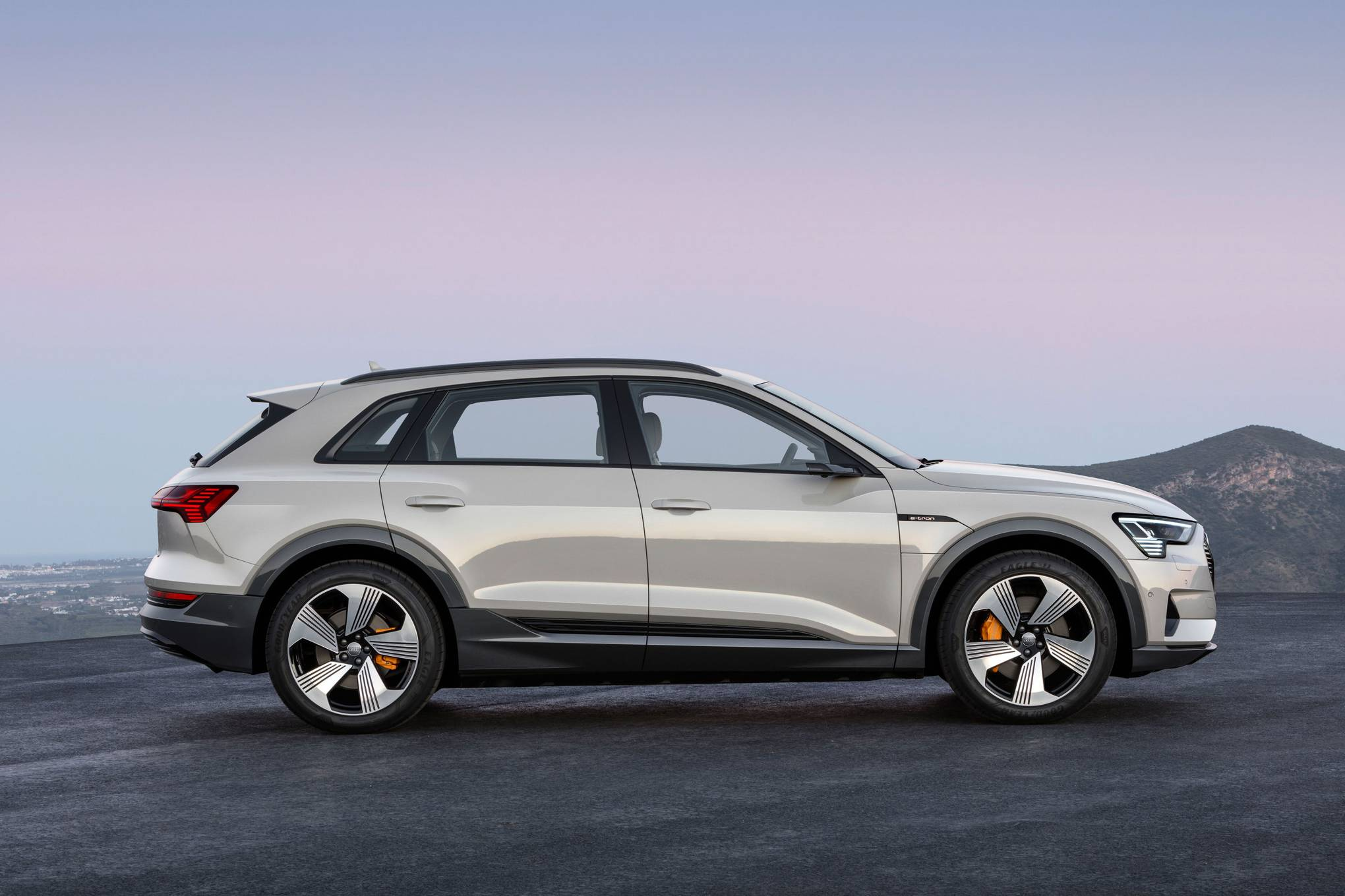 Audi E Tron Review A Slick Smooth Tesla Beating Electric Suv Wired Uk