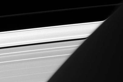 Saturn's rings appearing to bend