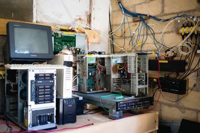 A computer cluster at an SNET [i]pilar[/i]