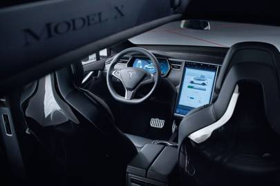 The Model X 90D has 259hp motors at front and rear, with a range of 487km; the P90D has 259hp at front, 503hp at rear, and a range of 466km